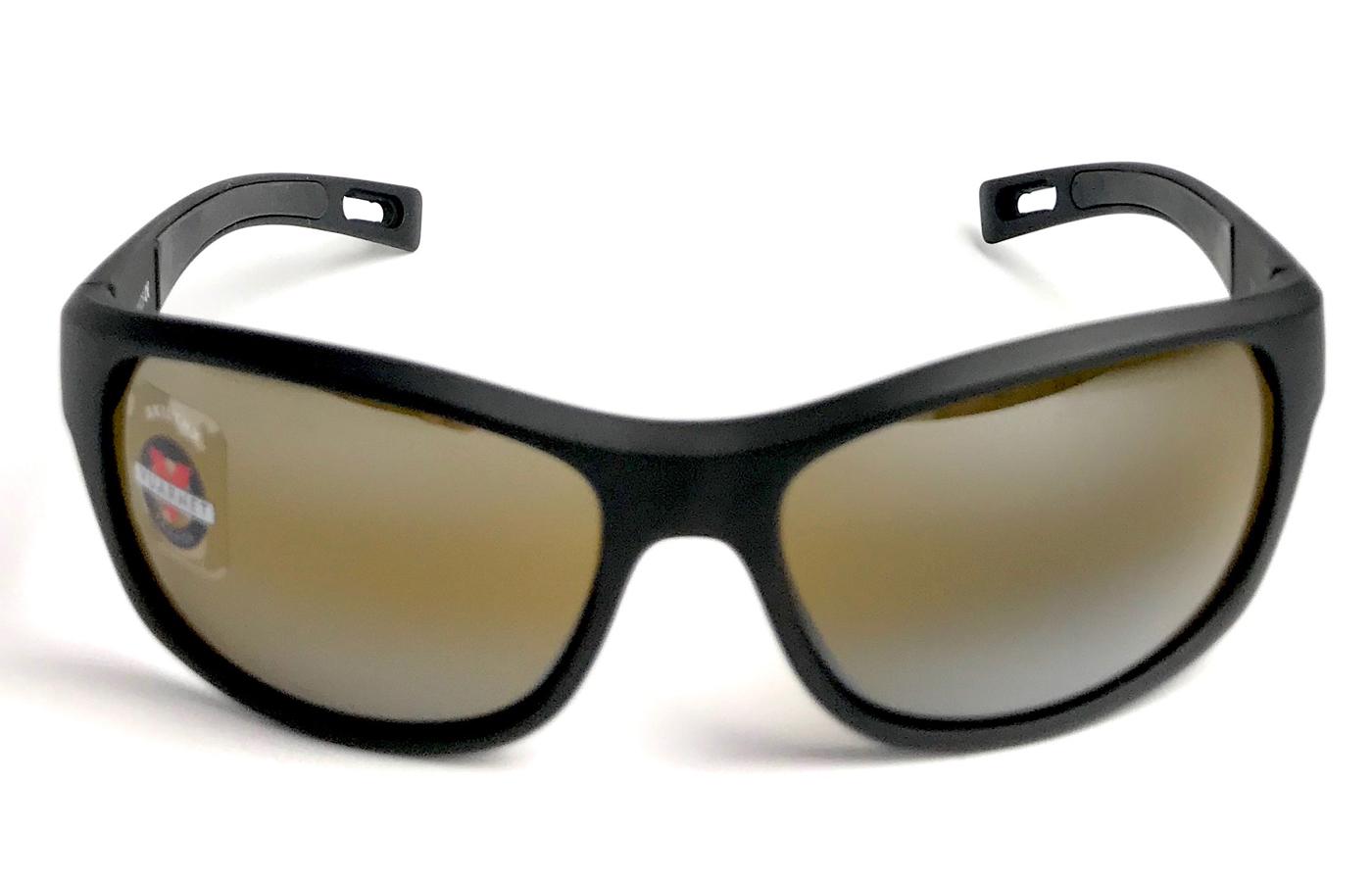 e399daf508 ... más colores, innovando con lentes graduadas y sin perder su sello la V  característica de Vuarnet (que simulan los esquíes) grabado en cada lente,  ...